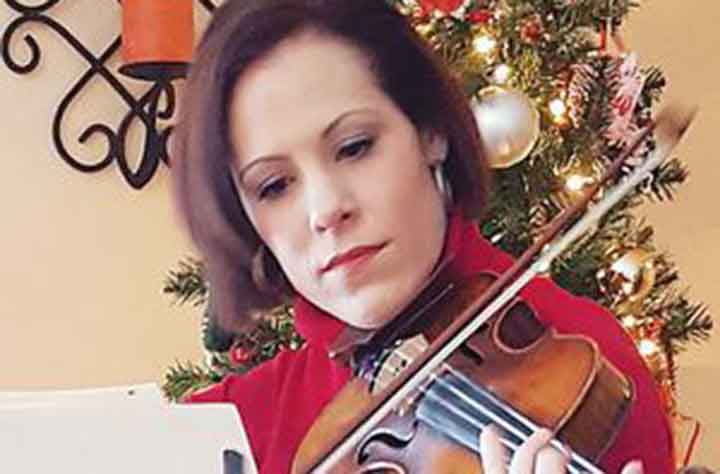 Alumnae Amanda Smoll '04 plays violin.