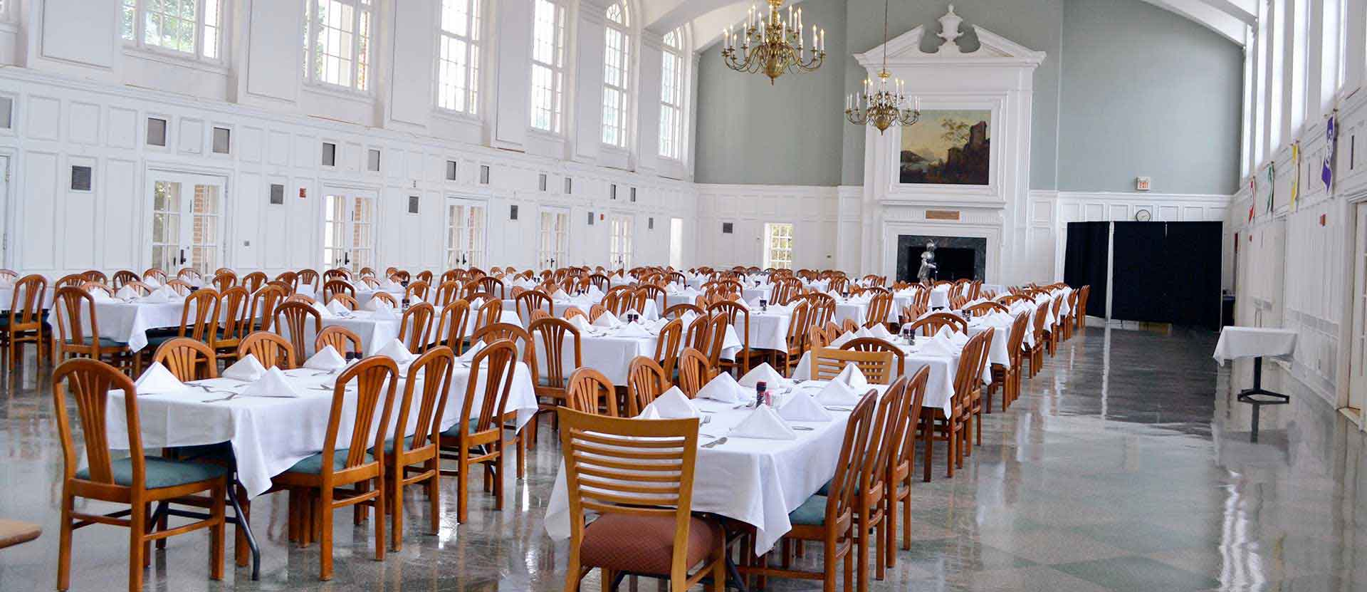 Dining Hall with chandeliers and tablecloths on the tables